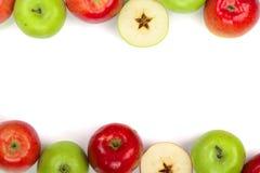 Rode en groene die appelen op witte achtergrond met exemplaarruimte worden geïsoleerd voor uw tekst, hoogste mening Vlak leg patr Royalty-vrije Stock Fotografie