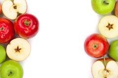 Rode en groene die appelen op witte achtergrond met exemplaarruimte worden geïsoleerd voor uw tekst, hoogste mening Vlak leg patr Royalty-vrije Stock Afbeelding