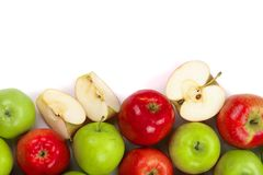Rode en groene die appelen op witte achtergrond met exemplaarruimte worden geïsoleerd voor uw tekst, hoogste mening Vlak leg patr Royalty-vrije Stock Afbeeldingen