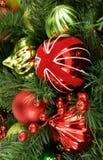 Rode en groene glanzende Kerstmisdecoratie Stock Foto's
