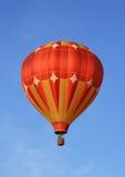 Rode en oranje hete luchtballon Royalty-vrije Stock Foto
