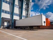 Het Centrum van de distributie met het concept van de Uitvoer van Aanhangwagens Stock Afbeeldingen