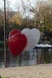 Rode en witte ballons stock afbeeldingen
