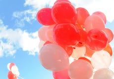 Rode en witte ballons Royalty-vrije Stock Afbeeldingen