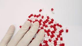 Rode en witte capsules royalty-vrije stock afbeeldingen