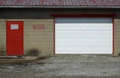 Rode en witte deuren Stock Fotografie