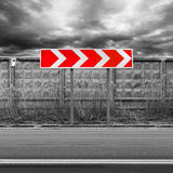 Rode en witte draaiverkeersteken Royalty-vrije Stock Afbeelding