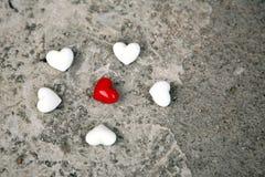Rode en witte harten stock fotografie