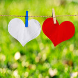 Rode en witte hartvorm op notadocument Royalty-vrije Stock Foto