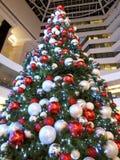 Rode en witte Kerstmisboom Royalty-vrije Stock Afbeeldingen