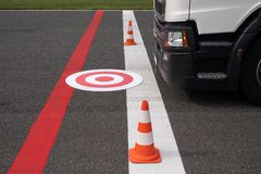 Rode en witte tagret voor vrachtwagenchauffeurslessen royalty-vrije stock afbeeldingen