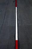 Rode en witte verkeerslijnen. Stock Fotografie