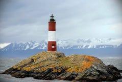 Rode en witte vuurtoren in het Brakkanaal, Ushuaia, Tierra del Fuego, Argentinië royalty-vrije stock fotografie