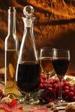 Rode en witte wijn. stock afbeelding