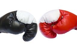 Rode en zwarte bokshandschoenen Stock Fotografie