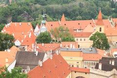 Rode en zwarte daken in Cesky Krumlov stock fotografie