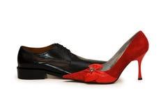 Rode en zwarte geïsoleerdee schoenen royalty-vrije stock afbeelding