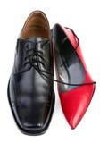 Rode en zwarte schoenen Royalty-vrije Stock Foto's