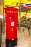 Rode Engelse pijlerdoos of postbus royalty-vrije stock afbeelding