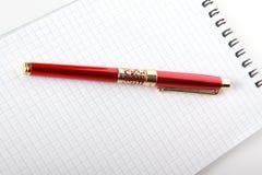 Rode fontein-pen en blocnote Stock Afbeelding