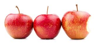 Rode Geïsoleerde Appel twee en Gebeten Appel stock fotografie