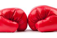 Rode geïsoleerdew bokshandschoenen Stock Fotografie