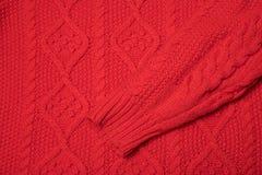 Rode gebreide textuur met een patroon stock foto