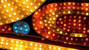Rode gele en blauwe markttentlichten stock video