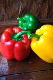 Rode, gele en groene zoete groene paprika Stock Fotografie