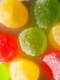 Rode, gele, groene fruitgelei, fruitsuikergoed, jujubesweetness van suikergoed, het kauwen suiker, close-up het schieten stock afbeeldingen