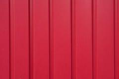 Rode geschilderde Garagedeur Stock Afbeeldingen