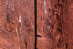Rode geschilderde houten gebarsten raad Stock Fotografie