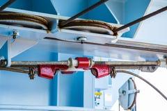 Rode Geschilderde Spanschroef door Waterdicht schot Stock Foto