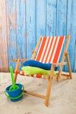 Rode gestreepte ligstoel Stock Fotografie
