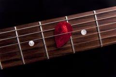 Rode gitaaroogst op fingerboard Stock Foto