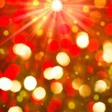 Rode gouden gloeiende achtergrond. Kerstkaart. Stock Afbeelding