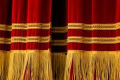 Rode Gouden Gordijnen stock afbeeldingen