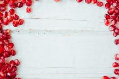 Rode granaatappelgrens Kader van granaatappelzaden stock foto