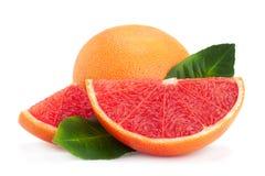 Rode grapefruit met blad royalty-vrije stock fotografie