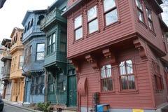 rode groenachtig blauwe gele grijze huizen in Istanboel royalty-vrije stock foto