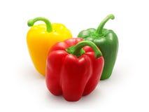 Rode, groene en gele groene paprika op witte achtergrond Royalty-vrije Stock Fotografie