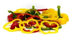 Rode, Groene en Gele Spaanse pepersplakken die op een witte achtergrond worden gescheiden stock fotografie
