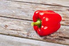 Rode groene paprika op hout Royalty-vrije Stock Fotografie
