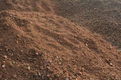 Rode grond en rotsen Stock Foto