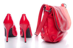 Rode handtas en hoge hielschoenen Royalty-vrije Stock Afbeeldingen