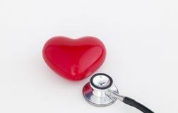 Rode hart en stethoscoop Stock Afbeeldingen