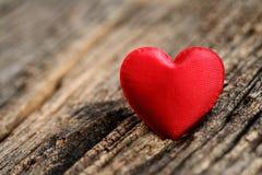 Rode hart gestalte gegeven valentijnskaartendag Royalty-vrije Stock Foto's