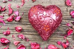 Rode hart gevormde kaars Stock Fotografie