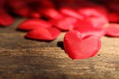 Rode hart gevormde valentijnskaarten Stock Foto's