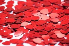 Rode hartconfettien r royalty-vrije stock foto